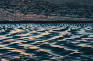 Detail of sunlight reflecting on small waves from flowing stream, Arcadia Beach State Parkの写真素材 [FYI02263809]