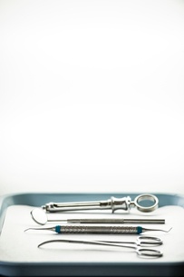 Closeup of medical tools on a tray in a dental surgery.の写真素材 [FYI02263847]