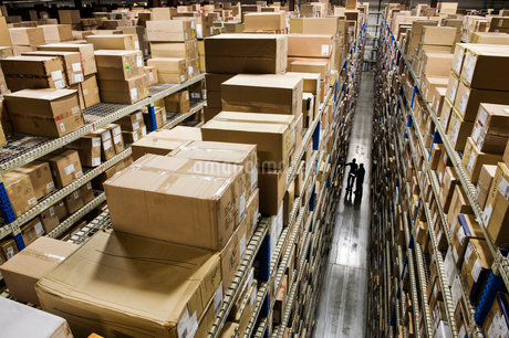 Looking down and over racks of products stored in boxes in a distribution warehouse.の写真素材 [FYI02263848]