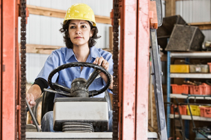 Hispanic woman employee using a forklift in a landscape company.の写真素材 [FYI02263964]
