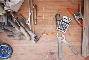Still life of a desktop and tools in a woodworking factory.の写真素材 [FYI02264058]