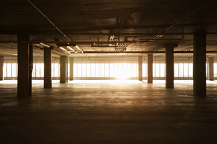 An empty raw business space ready for occupancy. Low light coming in the windows, lens flare.の写真素材 [FYI02264097]
