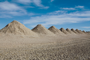 Mining tailings creating row of dirt piles in a desert, extractionの写真素材 [FYI02264110]