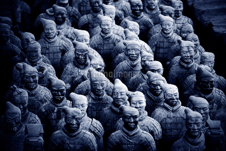 High angle view of the 3rd century BC Terracotta Army collection of terracotta sculptures depictingの写真素材 [FYI02264134]
