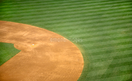 High angle view of second base of baseball field.の写真素材 [FYI02264152]