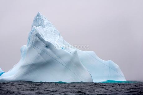 Iceberg in Newfoundland, Canada.の写真素材 [FYI02264261]