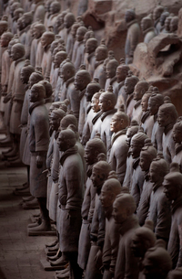 High angle view of the 3rd century BC Terracotta Army collection of terracotta sculptures depictingの写真素材 [FYI02264356]