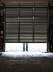 Employee coming to work walking in a loading dock doorway.の写真素材 [FYI02264432]