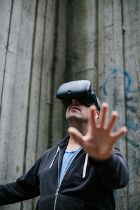 A middle aged man wearing a virtual reality headset.の写真素材 [FYI02264474]