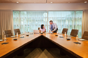 Asian businesswoman and Caucasian businessman meeting in a conference roomの写真素材 [FYI02264646]