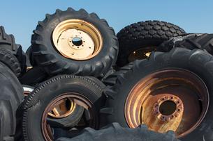 Pile of discarded farming equipment in rural landfill, near Kildeer, Saskatchewan, Canada.の写真素材 [FYI02264778]