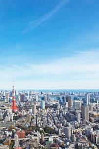 東京タワーと都心の街並の写真素材 [FYI02264794]