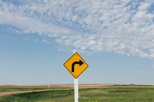 Caution turn ahead sign, near Scotsguard, Saskatchewan, Canada.の写真素材 [FYI02264943]