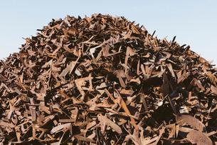 Pile of rusty metal used for railroad construction, near Kildeer, Saskatchewan, Canada.の写真素材 [FYI02264948]