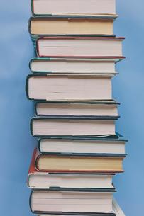 Arrangement of hardback booksの写真素材 [FYI02264992]