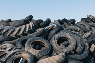 Pile of discarded auto and tractor tires in rural landfil, near Kildeer, Saskatchewan, Canada.の写真素材 [FYI02265672]