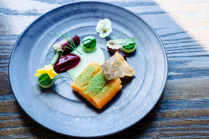 Salmon with smoked beets, cucumber, dill and zucchini blossomの写真素材 [FYI02265763]