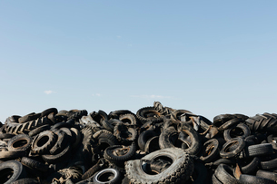 Pile of discarded auto and tractor tires in rural landfil, near Kildeer, Saskatchewan, Canada.の写真素材 [FYI02265795]