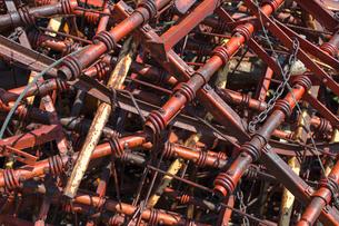 Pile of discarded farming equipment in rural landfill, near Kildeer, Saskatchewan, Canada.の写真素材 [FYI02265847]