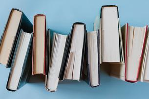 Arrangement of hardback booksの写真素材 [FYI02265939]