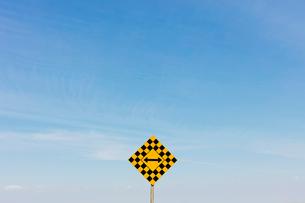 Arrow intersection signの写真素材 [FYI02266144]