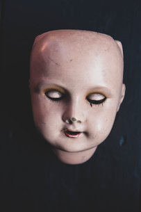 Close up of four porcelain doll's head on black background.の写真素材 [FYI02266169]