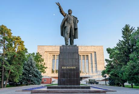 Lenin statue, Bishkek, Kyrgyzstan.の写真素材 [FYI02266390]
