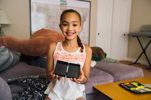 Smiling Tween Girl Showing Magic Trickの写真素材 [FYI02266420]
