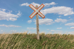 Railroad caution sign on prairie, near Swift Current, Saskatchewan, Canada.の写真素材 [FYI02266553]