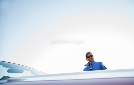 A portrait of a hip senior Hispanic woman on a road trip with her husband.の写真素材 [FYI02266713]