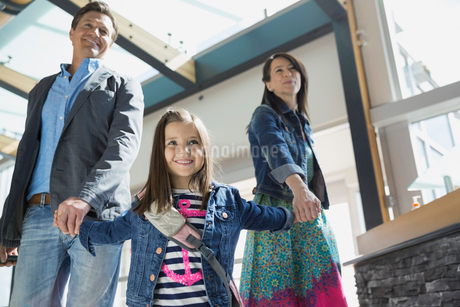 Daughter leading parents in airportの写真素材 [FYI02267228]