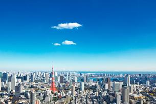 東京タワーと都心の街並の写真素材 [FYI02267694]