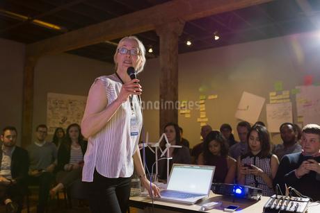 Speaker leading presentationの写真素材 [FYI02267839]