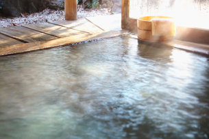 温泉と桶の写真素材 [FYI02268434]
