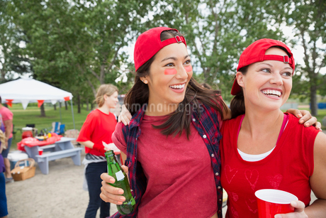 Women smiling together at barbecue in fieldの写真素材 [FYI02268899]