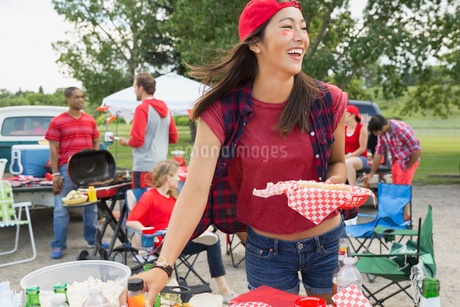 Woman relaxing at tailgate barbecue in fieldの写真素材 [FYI02269081]