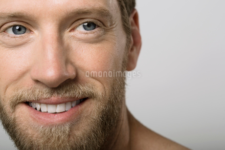 Close up portrait of man with blonde beardの写真素材 [FYI02269614]
