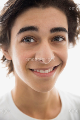 Close up portrait of confident young brunette manの写真素材 [FYI02270451]
