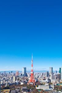 東京タワーと都心の街並の写真素材 [FYI02270714]