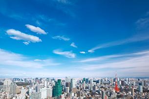 東京タワーと都心の街並の写真素材 [FYI02270731]