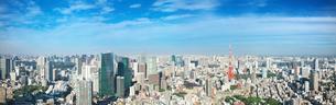 東京の昼間の街並みと東京タワーの写真素材 [FYI02270817]