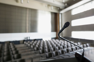 Microphone on podium in empty auditoriumの写真素材 [FYI02275763]