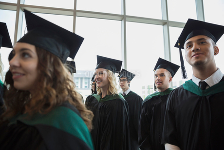 Smiling college graduates in cap and gownの写真素材 [FYI02275789]
