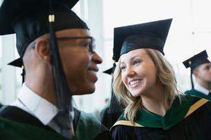 Smiling college graduates in cap and gownの写真素材 [FYI02276231]