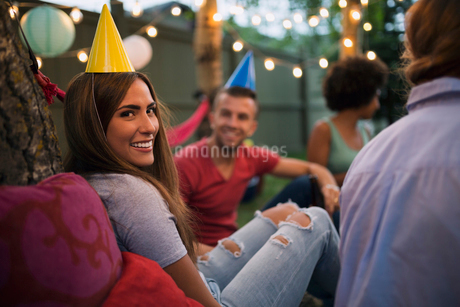 Portrait smiling woman party hat backyard birthday partyの写真素材 [FYI02278119]