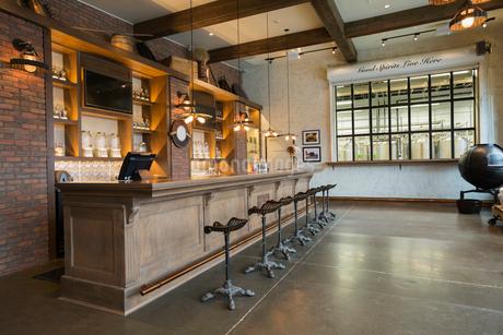 Empty distillery barの写真素材 [FYI02278192]