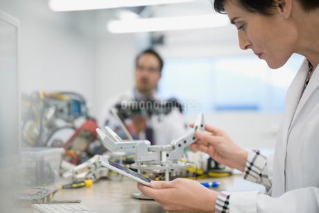 Engineer with digital tablet assembling robotics in factoryの写真素材 [FYI02282070]