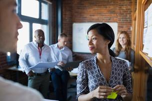 Business people brainstorming in meetingの写真素材 [FYI02282258]