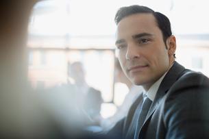 Close up attentive businessman listeningの写真素材 [FYI02284019]