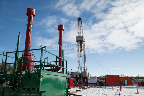 Drilling rig and equipment at gas plantの写真素材 [FYI02284277]